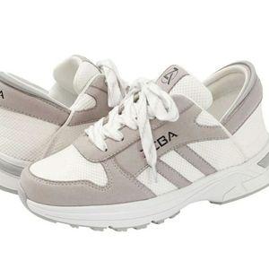 Zeba Hands Free Sneakers
